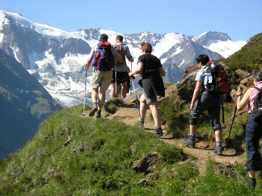 tourits trekking in himachal